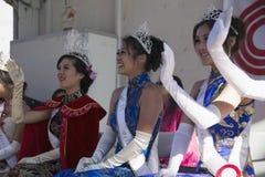 115th金黄龙游行的,农历新年, 2014年,马的年,洛杉矶,加利福尼亚,美国挥动的公主 免版税图库摄影