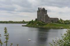 16th århundradetornhus - Dunguaire slott Arkivfoto