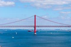 25th april bro i Lissabon, Portugal royaltyfri foto