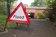 17th Augusti 2017, parkerar drev, Wickford, Essex, England En fot- gångtunnel har blivit översvämmad fotografering för bildbyråer