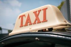 Th automatique de Bangkok de parties du corps de taxi de Tuk Tuk de Signage de conception de tradition photo stock