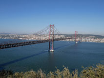 25th av April Bridge i Lissabon, Portugal Royaltyfri Bild