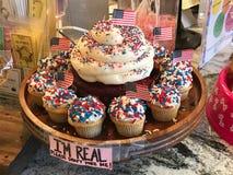 4th av den Juli muffindesignen på muffin ner söder i Columbia, SC Royaltyfri Bild