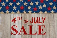 4th av det Juli försäljningsmeddelandet Arkivfoto
