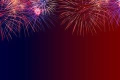4th av Juli bakgrund med fyrverkerier tillfogar din egen text eller hälsning Arkivfoto