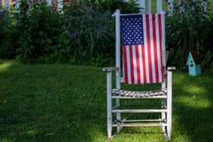 4th av Juli garneringar i trädgård Arkivfoto