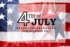 4th av Juli garneringar på blå bakgrund Arkivbilder