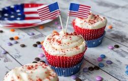 4th av Juli muffin på tappningbakgrund Arkivfoton