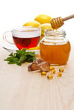 Thé avec le citron et le miel Photo stock
