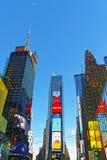 7th aveny- och Broadway skyskrapor Arkivfoto