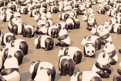 TH de 1600 Pandas+, pandas de papier de mache pour représenter 1.600 pandas Photos stock