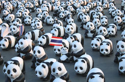 TH de 1600 Pandas+, pandas de papier de mache pour représenter 1.600 pandas et pour soulever la conscience dans le conserv Photos libres de droits