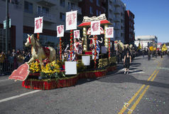 115th Dragon Parade dourado, ano novo chinês, 2014, ano do cavalo, Los Angeles, Califórnia, EUA Fotografia de Stock Royalty Free