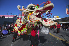 115th Dragon Parade dourado, ano novo chinês, 2014, ano do cavalo, Los Angeles, Califórnia, EUA Imagem de Stock Royalty Free