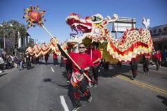 115th Dragon Parade dourado, ano novo chinês, 2014, ano do cavalo, Los Angeles, Califórnia, EUA Fotos de Stock Royalty Free