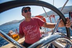 16th Ellada för seglingregatta höst 2016 bland den grekiska ögruppen i det Aegean havet, i Cyclades och den Saronic golfen Royaltyfria Bilder