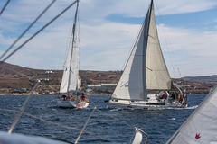 16th Ellada för seglingregatta höst 2016 bland den grekiska ögruppen i det Aegean havet, i Cyclades och den Saronic golfen Royaltyfri Foto