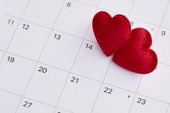 14th februari datum och röd hjärta Fotografering för Bildbyråer