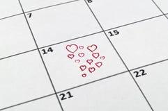 14th Februari med en röd blyertspennateckning en hjärta Royaltyfria Foton