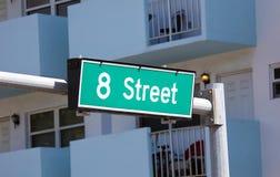 8th gata för gatatecken i Miami den södra stranden Florida Arkivbild