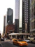 44th gata i midtownen Manhattan Fotografering för Bildbyråer