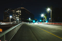 5th gata på natten, i i stadens centrum Los Angeles, Kalifornien Royaltyfri Fotografi