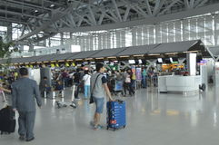 4th golv för inre sikt av den Suvarnabhumi flygplatsen Royaltyfri Bild