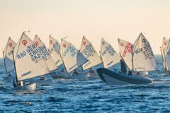 29th INTERNATIONELLA PALAMOS-OPTIMISTTROFÉ 2018, 13TH NATIONKOPP, 15 Februari 2018 stad Palamos, Spanien Arkivbild
