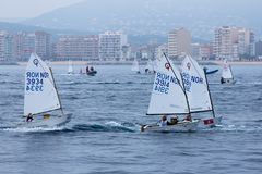 29th INTERNATIONELLA PALAMOS-OPTIMISTTROFÉ 2018, 13TH NATIONKOPP, 16 Februari 2018 stad Palamos, Spanien Royaltyfri Fotografi