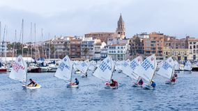 29th INTERNATIONELLA PALAMOS-OPTIMISTTROFÉ 2018, 13TH NATIONKOPP, 16 Februari 2018 stad Palamos, Spanien Arkivfoto