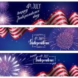 4th Juli, amerikansk självständighetsdagenberömbakgrund med brandfyrverkerier Lyckönskan på fjärdedel av Juli Arkivbild