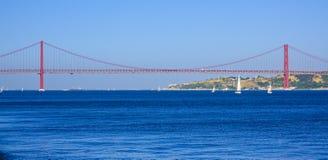 25th Kwietnia most nad Rzecznym Tagus w Lisbon Salazar aka moscie Zdjęcie Royalty Free