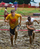 21th Marine Mud Run annuelle - deux coureurs Image libre de droits