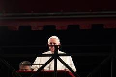Pope Francis I under posterar av det argt på långfredag Fotografering för Bildbyråer