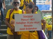 19th November 2016, Kuala Lumpur Malaysiaâ €™s Bersih 5 samlar: personer som protesterar väger kostnaden av handling under ett un Royaltyfri Fotografi