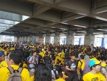 19th November 2016, Kuala Lumpur Malaysiaâ €™s Bersih 5 samlar: personer som protesterar väger kostnaden av handling under ett un Royaltyfri Foto