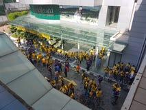 19th November 2016, Kuala Lumpur Malaysiaâ €™s Bersih 5 samlar: personer som protesterar väger kostnaden av handling under ett un Royaltyfri Bild