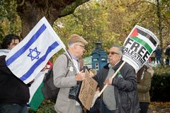 National Demo: Justice Now - Make it right for Palestine London. 4th November 2017, London, United Kingdom:-A pro Israeli and pro Palestine protester meet Royalty Free Stock Photos