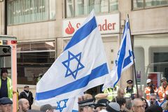 National Demo: Justice Now - Make it right for Palestine London. 4th November 2017, London, United Kingdom:-Pro Israeli protesters counter demonstrate a pro Stock Images