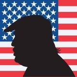 45th Presidente dos Estados Unidos Donald Trump Portrait Silhouette com bandeira americana ilustração royalty free