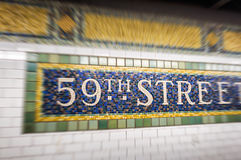 a 59th rua assina dentro o metro de New York City Fotos de Stock