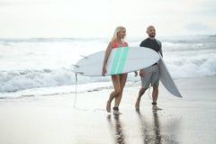 18th 2008 sätter på land surfarear för fotoet för önovember padre som tas texas Arkivfoto