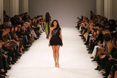 a 39th semana de moda ucraniana em Kyiv, Ucrânia Imagens de Stock Royalty Free