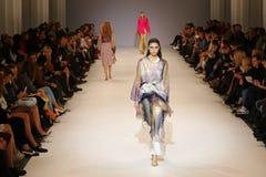 a 39th semana de moda ucraniana em Kyiv, Ucrânia Imagem de Stock