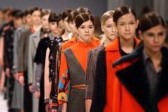 a 40th semana de moda ucraniana em Kyiv, Ucrânia Imagens de Stock Royalty Free