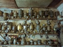 17th September 2017; Lahic Azerbajdzjan - inre av ett antikt shoppar Royaltyfri Fotografi
