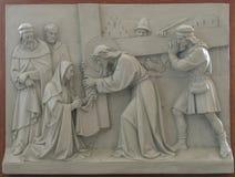 6th station av korset - Veronica torkar framsidan av Jesus Royaltyfri Bild
