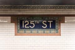 125th station de métro de rue - NYC Photos stock