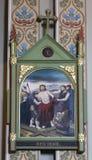 10th stationer av korset, Jesus rivs av av hans plagg Arkivbild