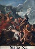 11th stationer av korset, korsfästelse: Jesus spikas till korset Arkivbild